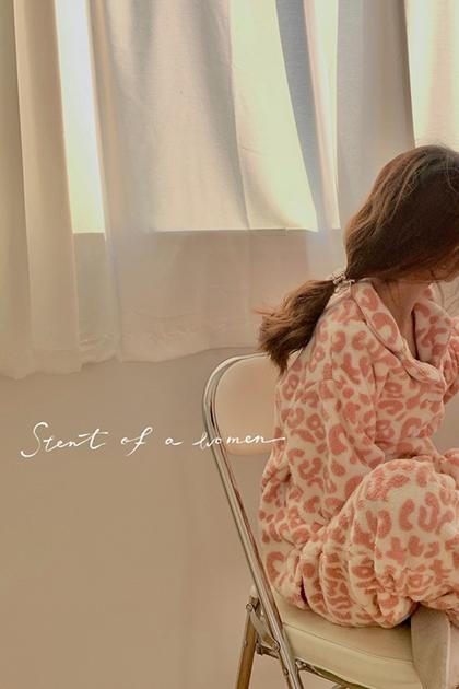 保暖粉色豹紋羊羔毛家居服套裝睡衣2件組