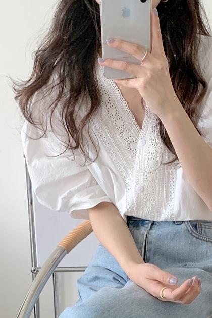 精緻刺繡V領蕾絲花邊短袖襯衫*3色