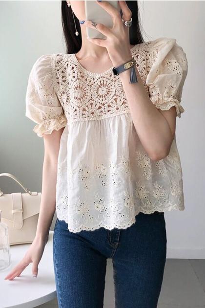 法式甜美刺繡鉤花泡泡袖娃娃衫短袖襯衫*2色