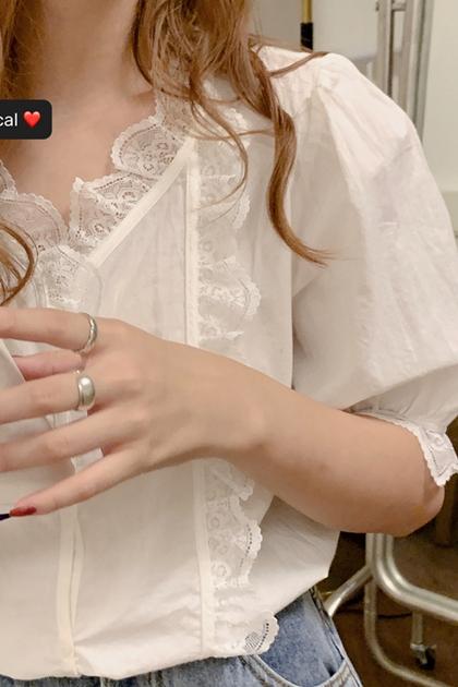 精緻V領蕾絲花邊刺繡襯衫*白