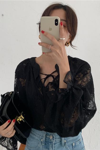 性感透肌領綁帶蕾絲燈籠袖上衣*黑
