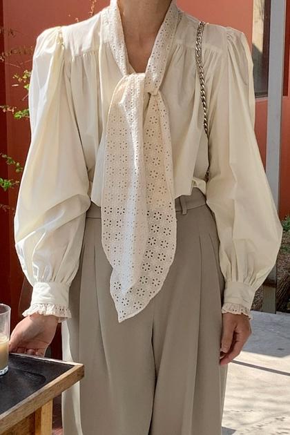 溫柔領口綁帶蝴蝶結縷空蕾絲鉤花燈籠袖襯衫*米杏