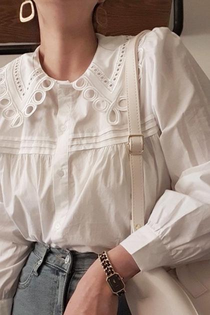 重工蕾絲壓摺開釦襯衫*白