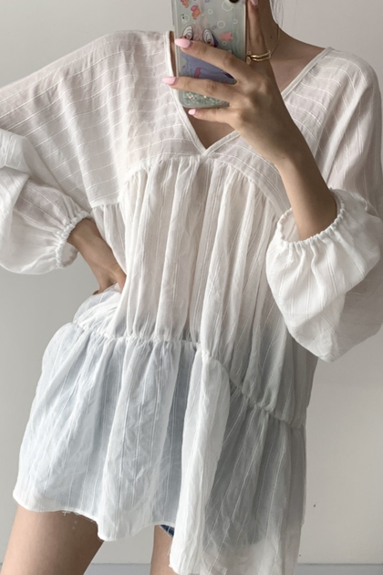 寬鬆V領別緻微透純褶皺娃娃防曬長袖襯衫*2色