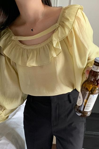 W顯白光澤感荷葉滾邊領口設計長袖襯衫