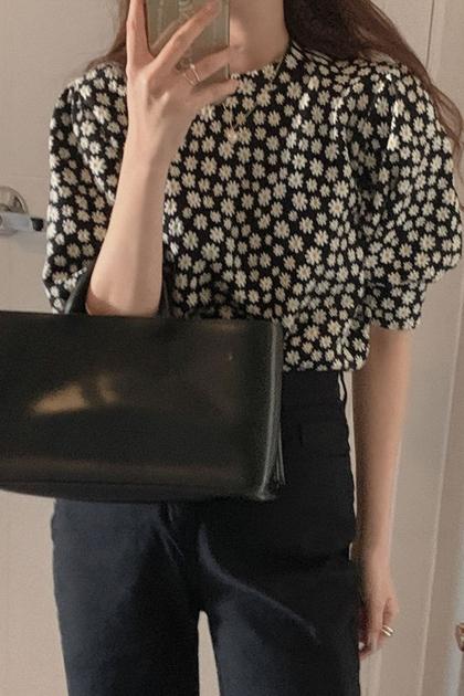 減齡小雛菊花朵五分泡泡袖襯衫
