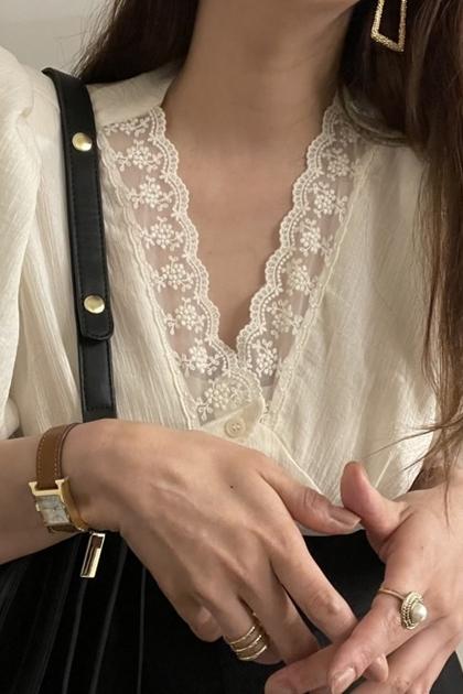性感V領蕾絲泡泡袖氣雪紡襯衫*米白