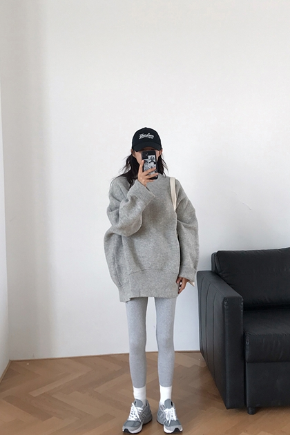 慵懶好搭灰色繭型毛衣