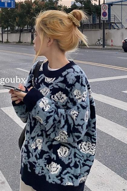 慵懶藍色調玫瑰花針織毛衣