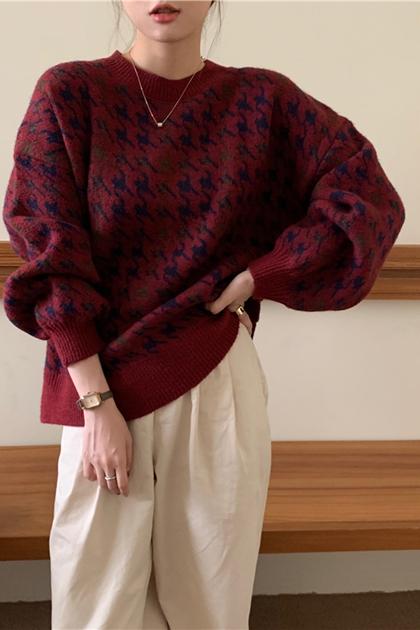 厚實保暖千鳥格酒紅系針織毛衣