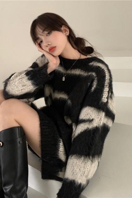 慵懶寬鬆斑馬紋針織毛衣