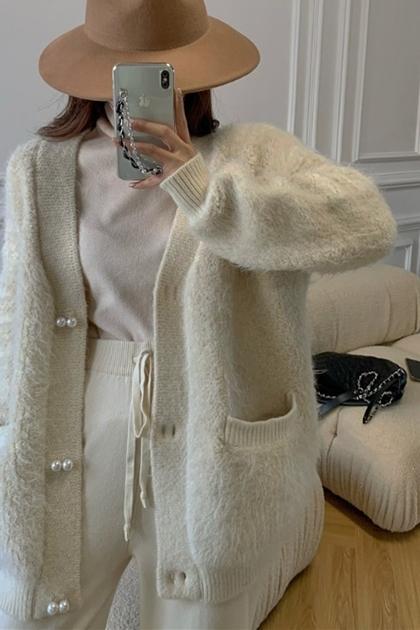 奢華質感v領慵懶珍珠釦毛絨外套*米白