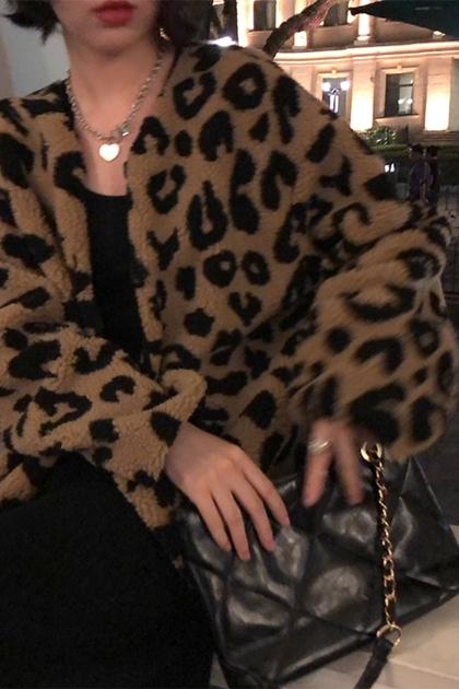 寬鬆長袖開釦羊羔毛豹紋外套