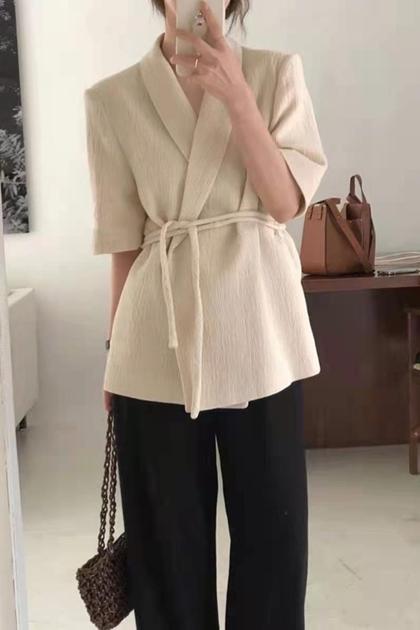 極簡風V領收腰綁帶短袖西裝外套*2色