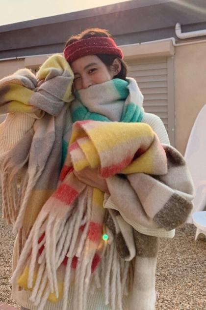 保暖加厚百搭軟綿綿彩虹格子條紋流蘇圍巾披肩*3色