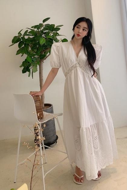 純潔雕花蕾絲V領洋裝