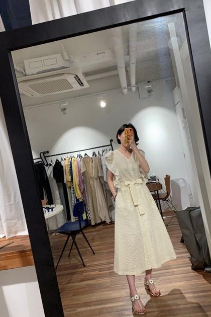 法式重工蕾絲鉤花V領荷葉滾邊收腰綁帶洋裝