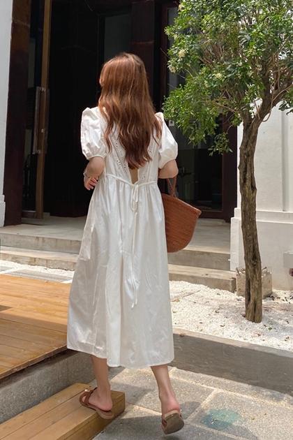 法式蕾絲鏤空拼接露背綁帶收腰洋裝*2色