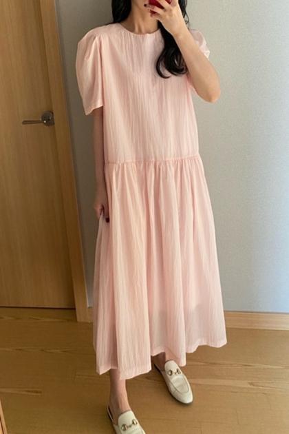 粉嫩色圓領泡泡袖娃娃洋裝