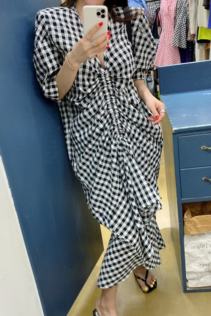 洋氣V領褶皺泡泡袖抽繩格紋洋裝*2色