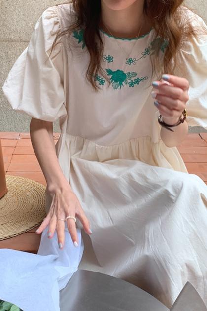 清新花邊刺繡皺褶高腰寬鬆泡泡袖洋裝*米杏