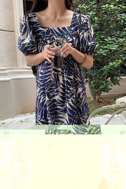 方領泡泡袖南洋風花朵洋裝