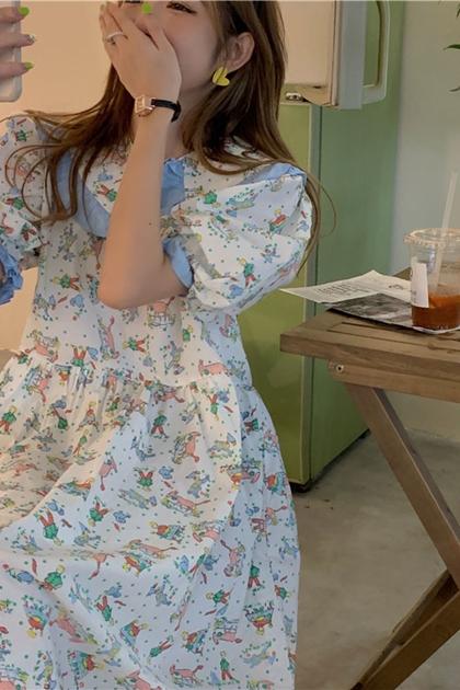 減齡娃娃領泡泡袖童趣印圖洋裝