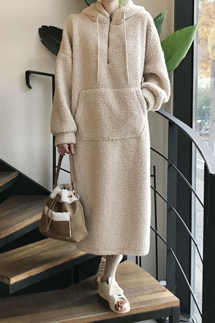 減齡連帽羊羔毛袋鼠保暖長款洋裝