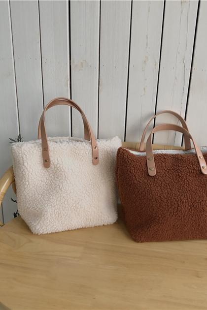 經典質感皮革提帶羊羔毛手提包*2色