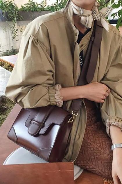 復古皮釦設計寬背帶側背包*2色