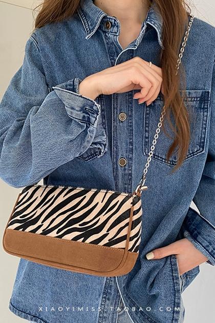 造型拼色斑馬紋絨面鏈條手提側背包