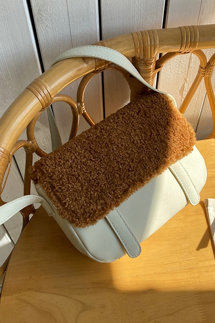 羊羔毛拼接磨砂小方包側背包*2色